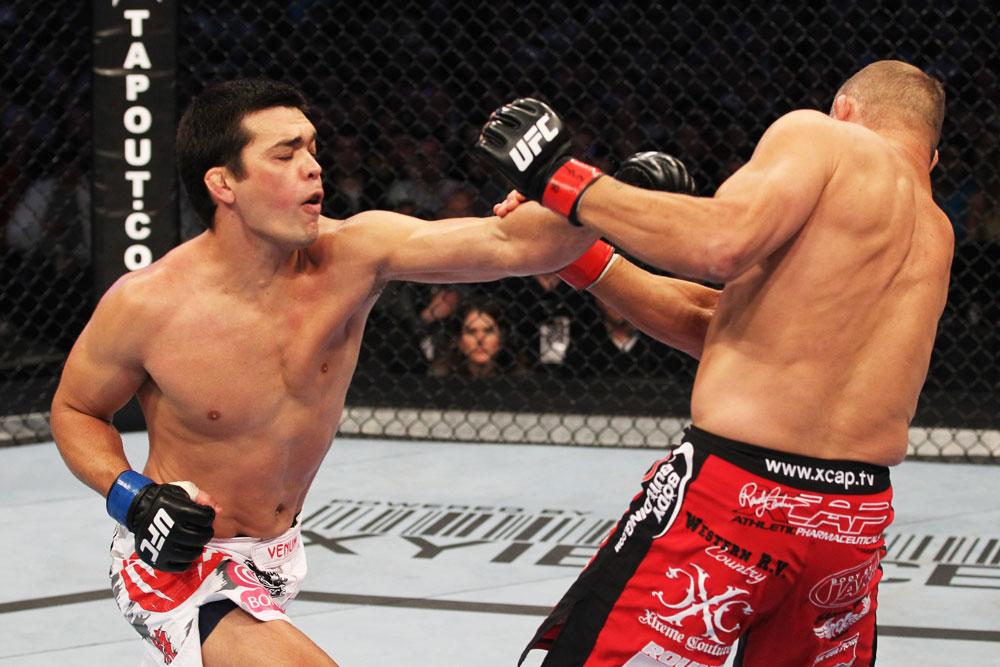 เลียวโต มาชิด้า vs แรนดี้ โคตูร์ ใน UFC 129 ปี 2011
